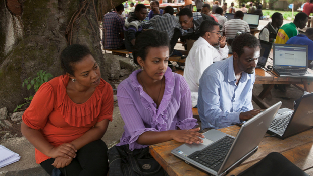 At the Hawassa university, students are at work at the cantine.