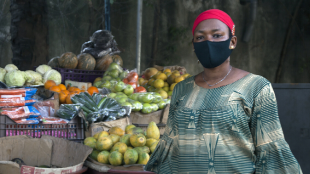 A fruit seller in the Abidjan district of Marcory wears a mask to protect herself and others during the COVID-19 crisis in Côte d'Ivoire.