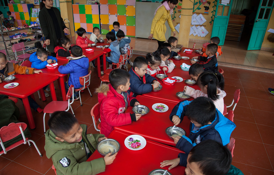 Children at Quang Kim kindergarten enjoy porridge made with EcoSun during their afternoon snack time.