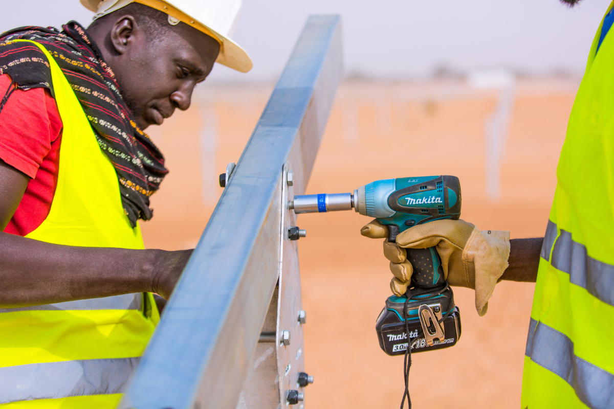 Students from the École Supérieure Polytechnique in Dakar working on photovoltaic panels